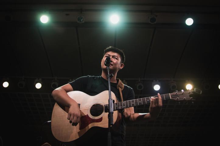Lewis Loh performing